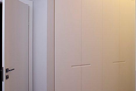 ארונות קיר בהתאמה אישית בסגנון מודרני מינימליסטי בצבע לבן