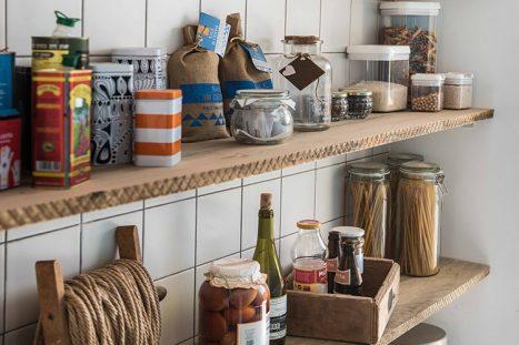 מדפים בסגנון ייחודי בהתאמה אישית למטבח כפרי