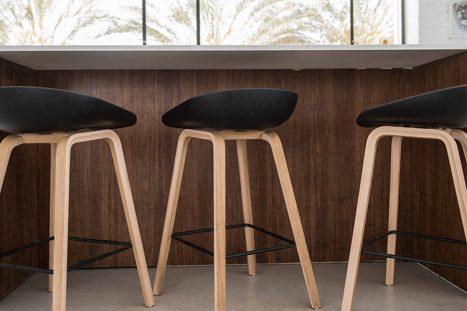 כיסאות בר בהתאמה אישית למטבח