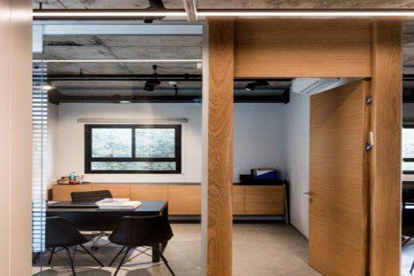 משרד מודרני בהתאמה אישית