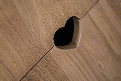 מגרות עץ בהתאמה אישית עם חריץ בצורת לב