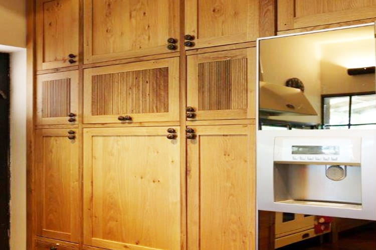 ארונות מטבח עץ מלא בסגנון כפרי בהתאמה אישית