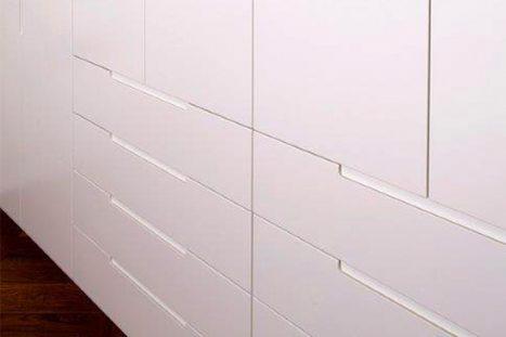 ארון קיר בהתאמה אישית בסגנון מודרני מינימליסטי בצבע לבן