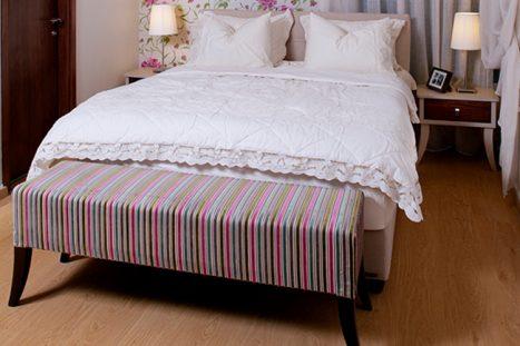 שידות תואמות לצד המיטה בחדר השינה בהתאמה אישית